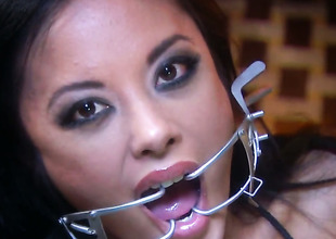 Dissolute harlot Kaylani Lei holds the brush mouth unsheltered during the time that getting cummed on