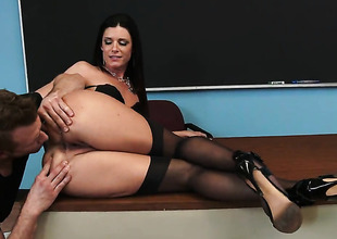 India Summer fucks like theres no tomorrow in steamy action with hard dicked guy Show Bailey