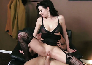Johnny Sins gets pleasure from fucking shamefully sexy Veronica Avluvs mouth