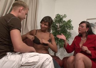 A indecisiveness pair brings a BBW quarters be expeditious for a wild threesome