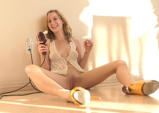 A red hot amateur blonde works the brush cookie back a vibrator