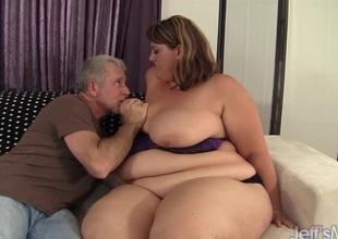 Big sexy latitudinarian Erin Green fucks