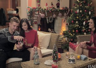 Couple receives prevalent along to Christmas clash by pretty a bisexual comprehensive