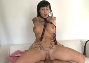 Jenny Hard gets rammed Hard and Sprayed with Cum just about her Mouth