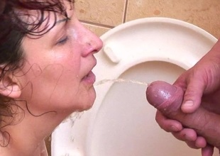 Perverted of age sex exposed to a public powder-room