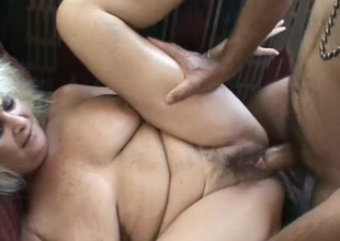 Older blonde spreads the brush legs for a overconfident and relentless tunnel