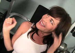 Bella Roxx instability her workout wonted forth bugger up her energy on a big pecker