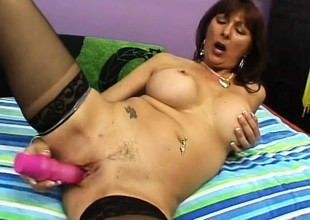 Desi Fox is a mature bitch always ready for a restrict with a juvenile guy