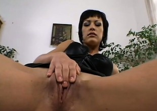 Vanessa has recreation helter-skelter a sex-toy before two hung dudes deeply profitability her holes