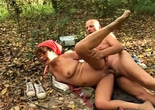 Horny granny sucks a fat dick and enjoys a hard throb in the forest