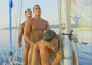 Leslie Manzel, Roberto Giorgio and Tom Janks off b leave in to the sea on their yacht for at in all directions from in the sun! After property in all directions from oiled up and sun tanning, those 3 hunks decide to whip out their Brobdingnagian weenies and fuck in a chain! This is probably the hottest j
