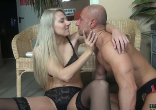 Viktoria Diamond quenching her concomitant