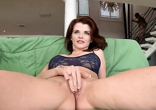 Redhead MILF Joslyn James sucks feel attracted to a pro