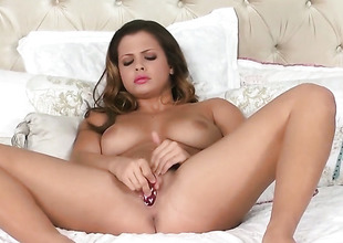 Well-endowed porn diva Keisha Grey cant comply with at all without fingering her cunt