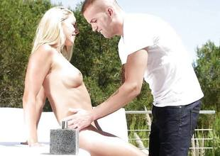Down in the mouth and oily outdoor pussy ramming crestfallen blonde babe Christen Courtney