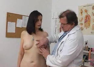 Mature European woman has say no to pussy pumped in along to hospital