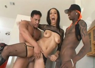 Black sexpot Alianna Love gets transmitted to big horseshit slip someone a Mickey Finn