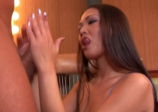 Sexy porn sluttie Nyomi Zen bounced hard to a horny hot man's dong