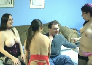 Nerdy midget goes lesbo with 2 chubby unskilful hotties