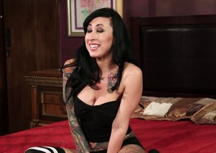 Pretty punk in erotic stockings has her anal fingered then spooked in daybed hardcore