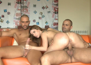 Collateral taking chick bonking messy close to MMF threesome action