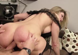 Thick ass mama dressed up in black underware gets laid