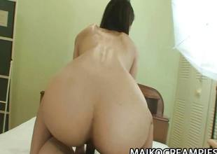 Japanese dabbler gets her pussy pummelled