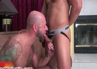 Dominik Voyager and Dan Rhodes bonking