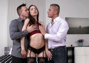 Arwen Blond getting double penetration
