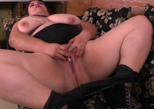 BBW milf Carmen hides vibrating get a move on in pantyhose