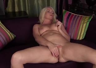 Obese wazoo of age babe Amber Jewell masturbates
