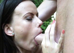 Tina Walker asks her stud to stick his thick meat flier her throat