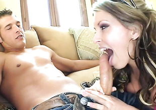 Black-hearted Courtney Cummz tries the brush hardest in all directions make the brush sex partner shatter