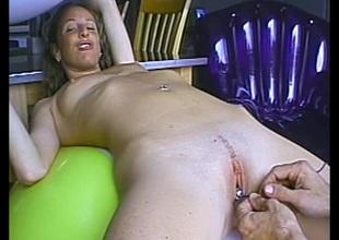 Unprofessional small tits porn hottie treats 10-Pounder a hot and nasty blowjob