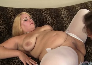 Kermis plumper Jade Rose receives her pussy pounded hard