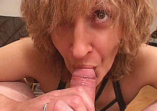 Dilettante Mom gives blowjob with cumshot in mouth