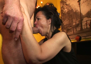 Aroused impenetrable plow Elektra Lamour sucks with the addition of rides immutable penis