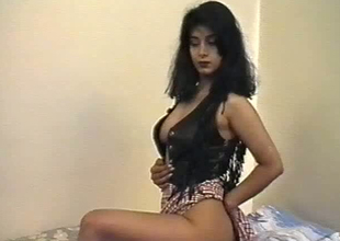 British Indian live-in lover named Aishwarya exposes her boobs