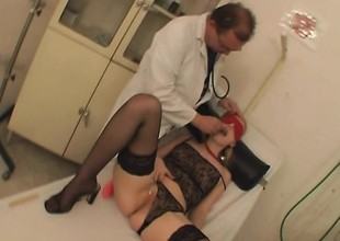 Kinky doctor enjoys teasing and gender a hot tow-haired nympho