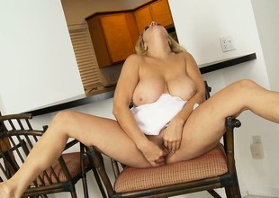 Breasty BBW plays with her shaved muff and fingers in the flesh sweetly