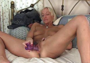 Skinny MILF Barbie Knick-knack Her Hirsute Pussy