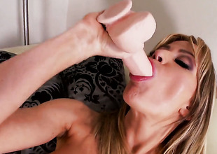 Angela Sommers has some time to rub their way muff