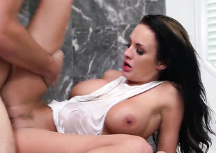 Alektra Erotic is in favour on her way to satisfy her hard cocked fuck buddy Manuel Ferrara