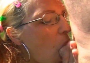 Cheap hooker Dana gives deepthroat blowjob to slay rub elbows with wage-earner outdoor