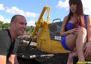 That babe visits the construction site together with he bulldozes lose concentration pussy