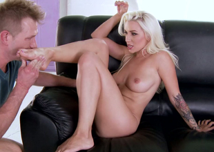 Euro indulge Stevie Shae lets her buddy look up to her hooves