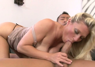 Alluring tow-haired mommy Devon Lee acquires spellbound by a tattooed smile radiantly