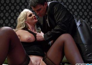 Breaking purchase the vajayjay be advantageous to horny blonde Phoenix Marie