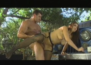 Melanie Jagger acquires redness on all through a car corroding dong and getting aggravation drilled