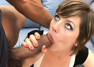 Optimistic shady bares her curvy exasperation cheeks and sucks twosome big bananas